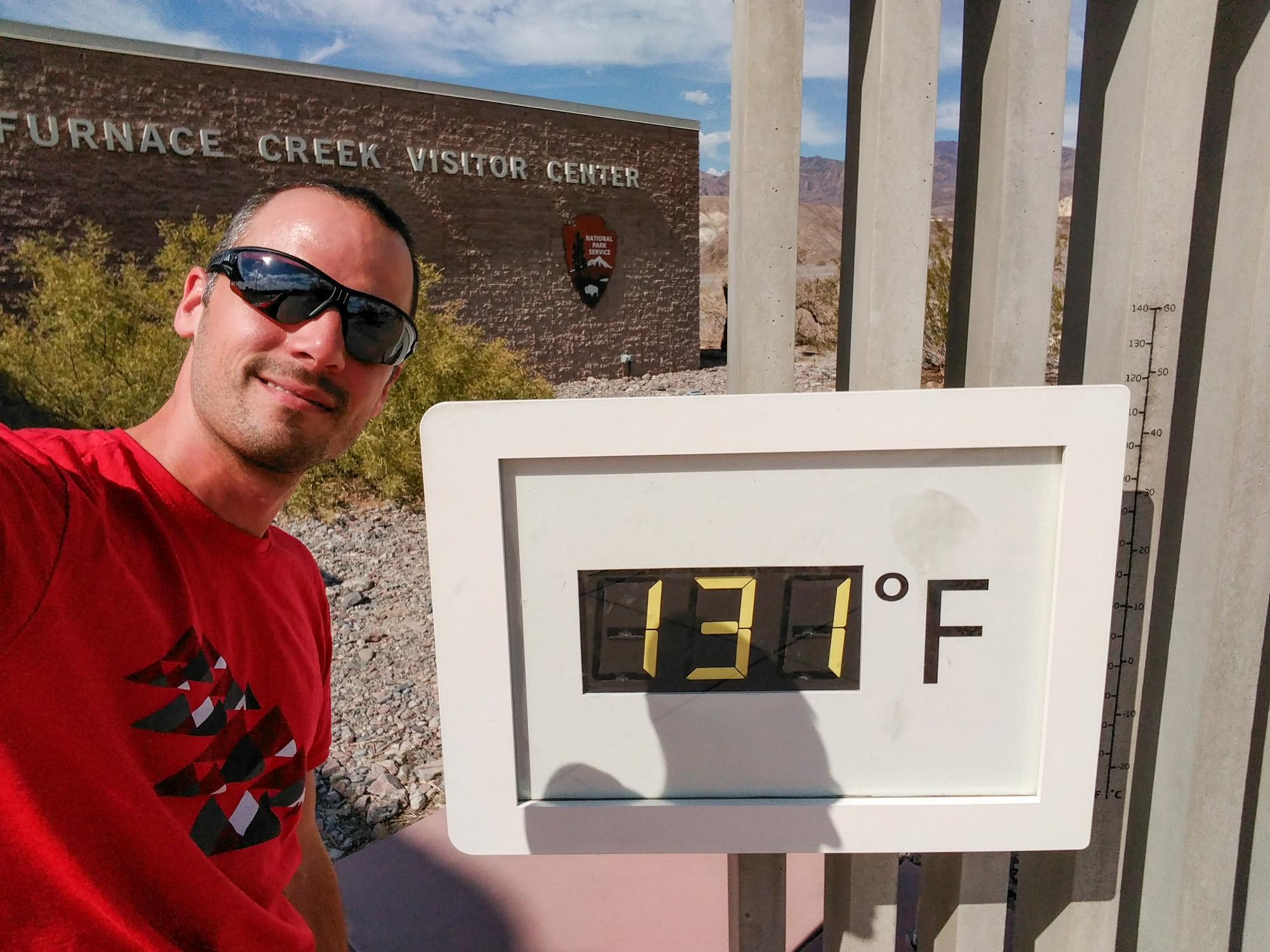 Death Valley Nationalpark - Aussenthermometer beim Visitor Center (entspricht 55° Celsius)