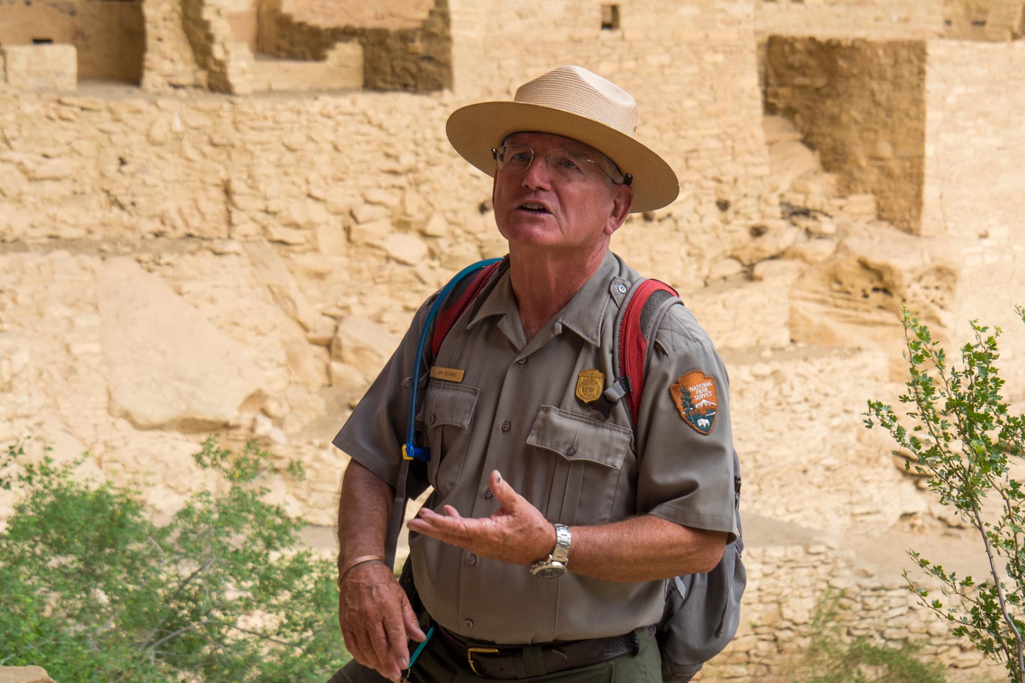 Mesa Verde Nationalpark - Ranger Jim bei der Führung im Cliff Palace