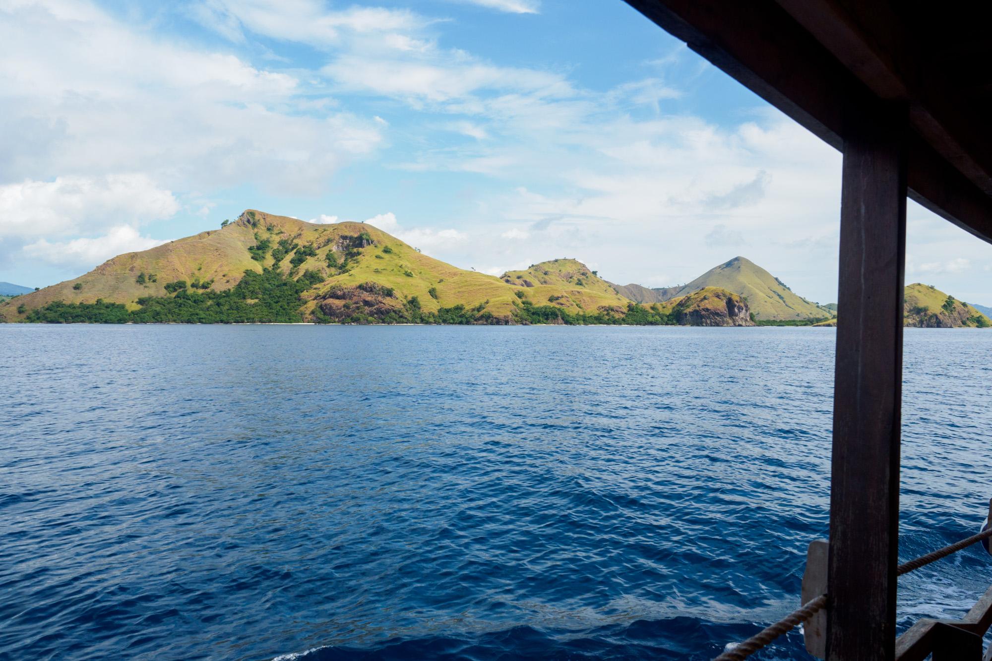 Komodo Nationalpark - Anfahrt in einem Holzboot