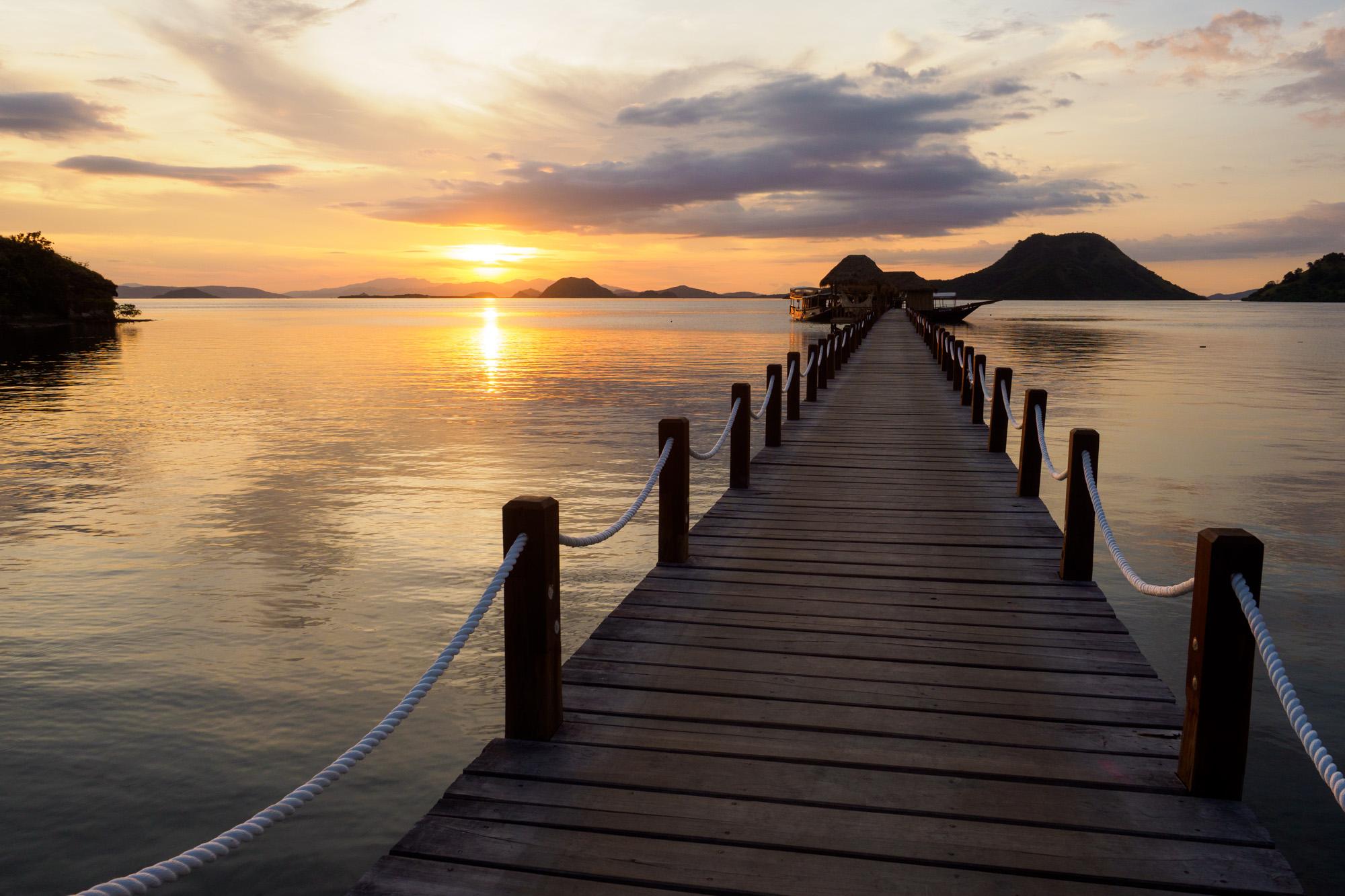 Komodo Nationalpark - Abendstimmung beim Scuba Junkie Komodo Beach Resort